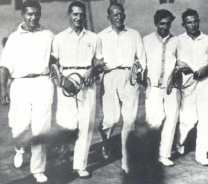 Сильнейшие теннисисты столицы 20-30-х гг.Е.Ованесов -второй справа sportkadr.ru.jpg